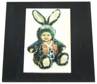 "Пластина из шунгита ""Мальчишка - крольчишка"""