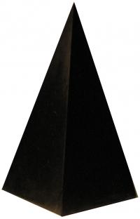 Пирамида высокая полированная из шунгита. 5 см
